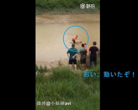 chinese-man-sleeping-in-water02