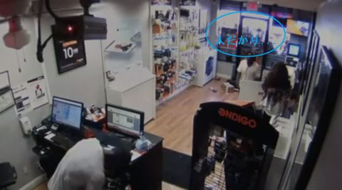 robbers-get-locked-in-cellphone-store02
