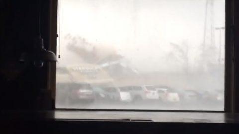 tornado-smashes-through-starbucks02