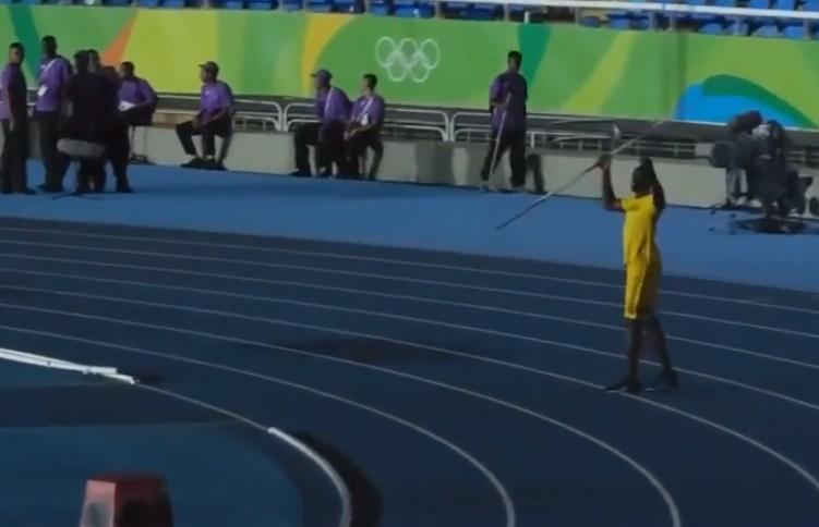 usain-bolt-throwing-javelin01