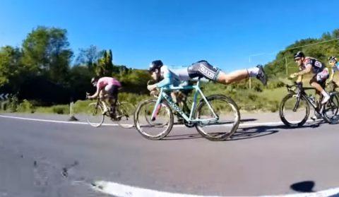 skilful-cyclist-rides-like-superman02