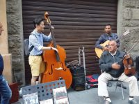 contrabass-player-impromptu-in-italy01