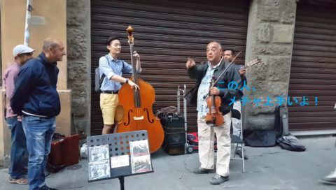 contrabass-player-impromptu-in-italy02