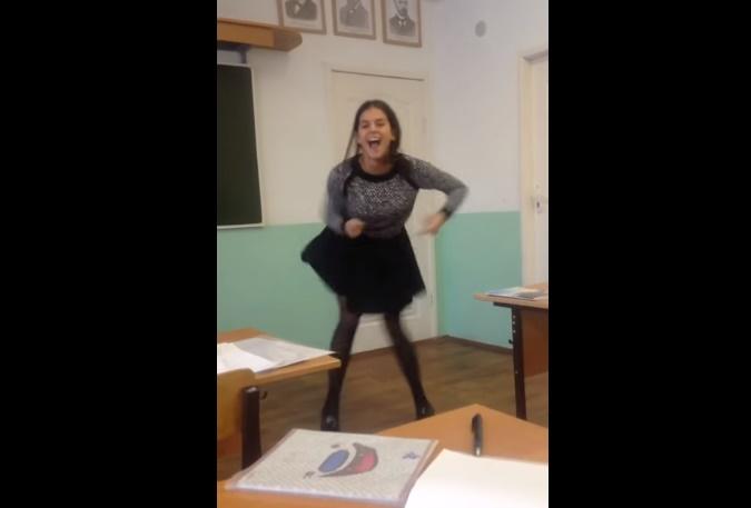 russian-girl-funny-classroom-dance01