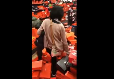 nike-store-after-crazy-black-friday02