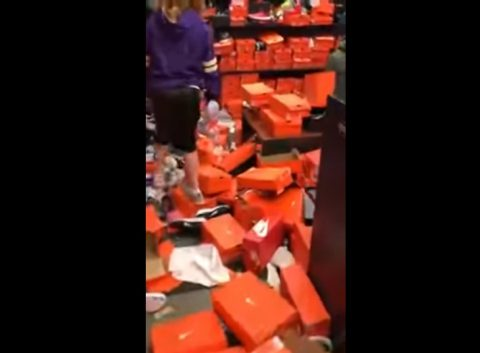 nike-store-after-crazy-black-friday03