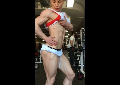this-lady-is-ripped02