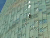 french-spiderman-climbs-38-storey-tower01