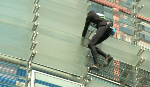 french-spiderman-climbs-38-storey-tower02